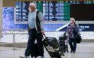 """נוסעים חוזרים בנתב""""ג. צילום: אוליביה פיטוסי/ פלאש 90"""