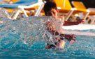 ילד בבריכת שחייה. צילום: נתי שוחט/ פלאש 90